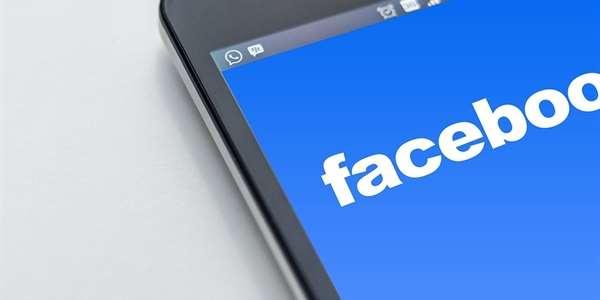 Facebook vyvolává falešný pocit přehledu